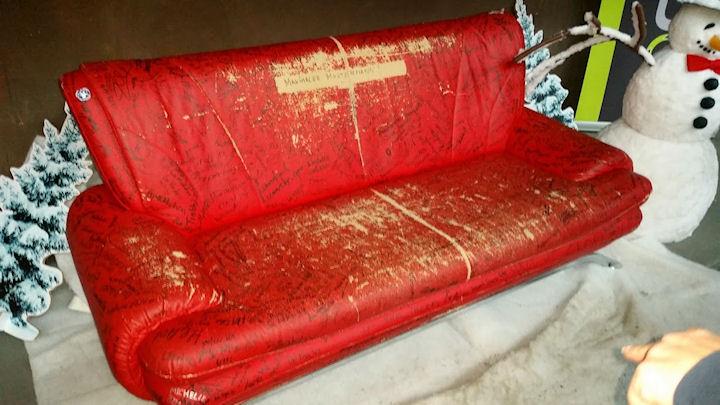 2_das_rote_sofa