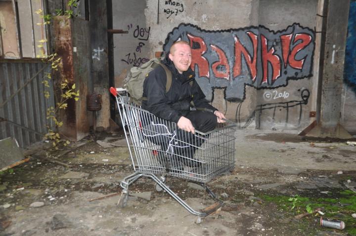 Hansi im Einkaufswagen Kopie