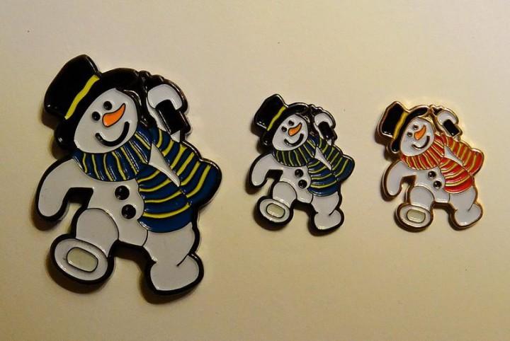 Snowmen pin